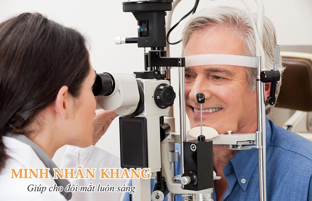 Khám mắt định kỳ để phát hiện sớm viêm võng mạc sắc tố
